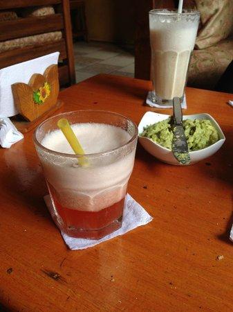 Karma Cafe: Guacamole and cocktails