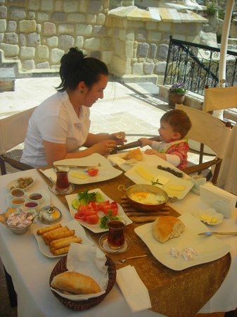 Aithra Cave Hotel: Muhteşem Kahvaltısı