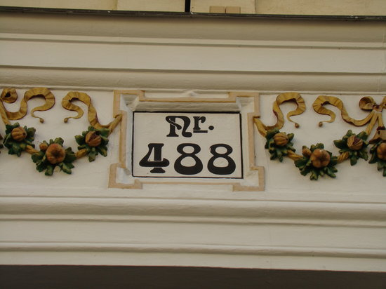 Hotel 16: Entrance detail