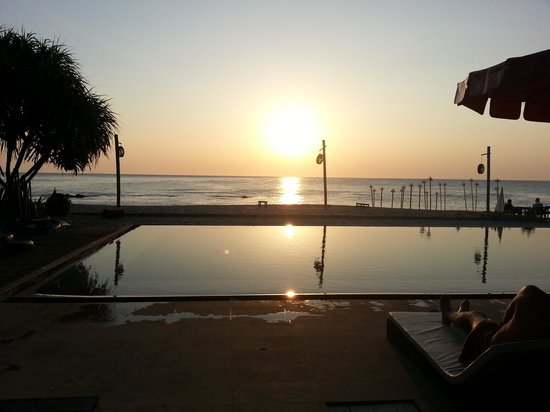 SriLanta Resort: View from pool at sunset