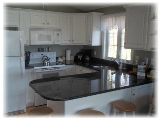 The Seagull Inn and Condominiums: Kitchen in a Contemporary Cottage
