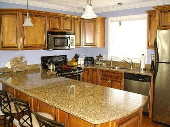 The Seagull Inn and Condominiums: Kitchen in a Townhouse
