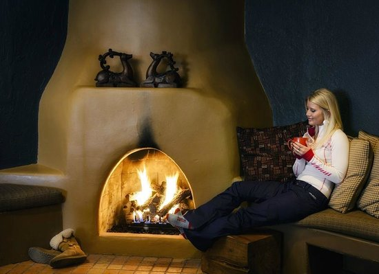 The Lodge at Angel Fire Resort: Relax by the fire at The Lodge