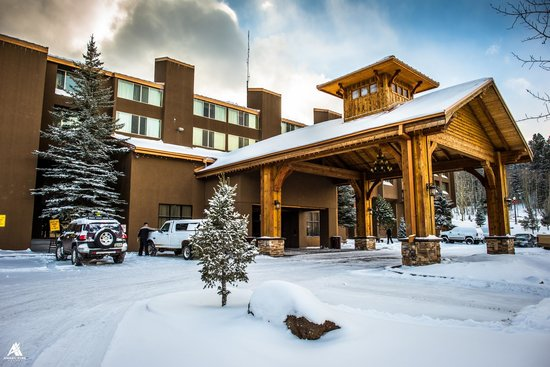 The Lodge at Angel Fire Resort: The Lodge Exterior