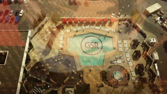 Grand Sierra Resort and Casino: View of pool from room