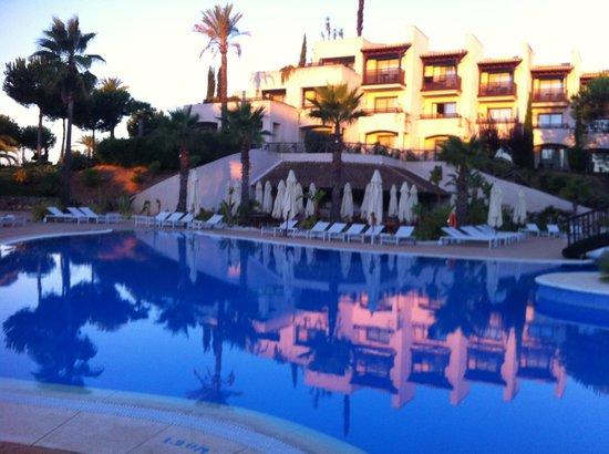 Precise Resort El Rompido - The Hotel: hotel vu de la piscine