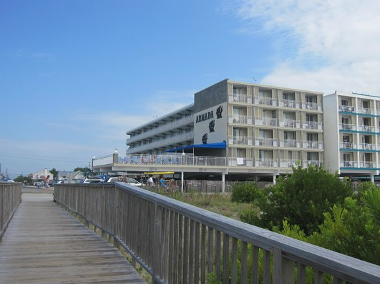 Armada By-the-Sea: The hotel is a short walk from the beach