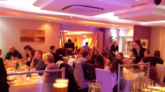 Maha-Bharat Indian Restaurant: Busy night at the Maha Bharat