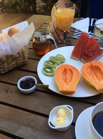 Casa Colonial Paraty: breakfast in the garden