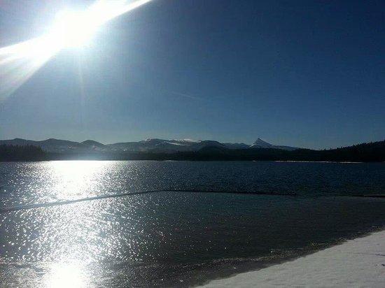 Lemolo Lake Resort: Lemolo Lake 15 miles from Crater Lake