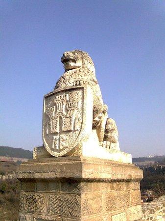 Fortaleza de Tsarevets: Lion on the bridge