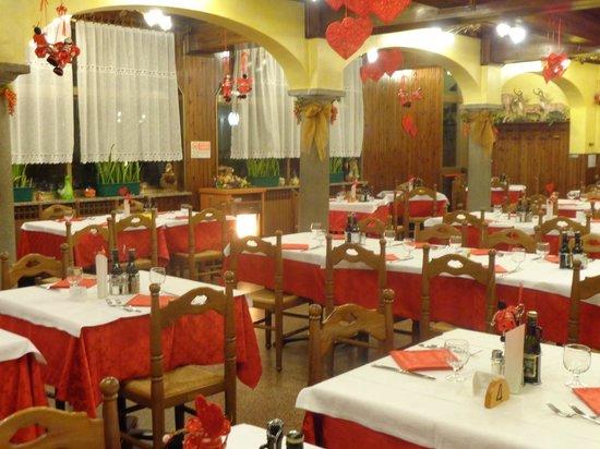 Sala da pranzo foto di ristorante da pacio spinone al - Foto sala da pranzo ...