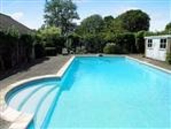 The Coach House: The swimming Pool