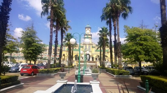 Southern Sun Gold Reef City Hotel : Photo from the front of the hotel