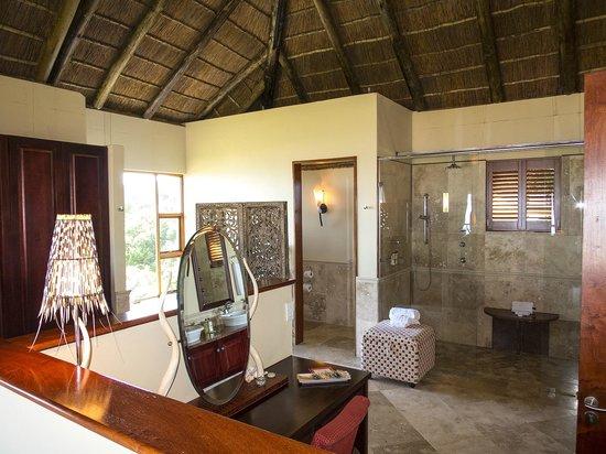 Oceana Beach and Wildlife Reserve : Master bathroom