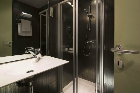 Le fabe hotel 87 9 4 updated 2018 prices reviews for Bain douche hotel paris