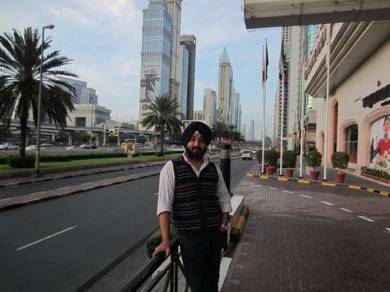 Crowne Plaza Dubai: Infront of Hotel Entrance