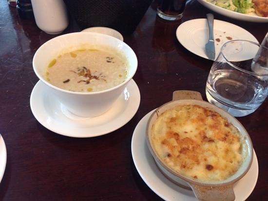 Gordon Ramsay Plane Food Restaurant: onion soup with mac n cheese