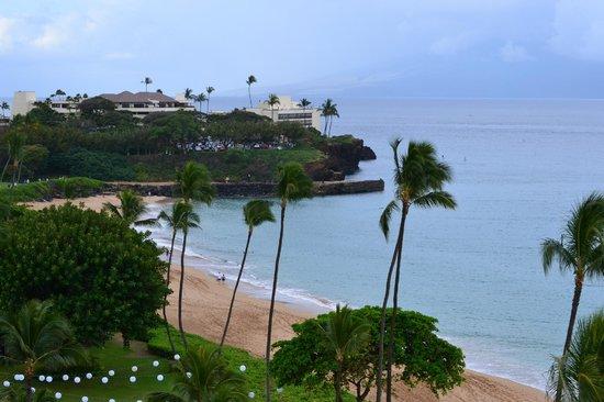 Royal Lahaina Resort: Looking toward Black Rock from partial ocean veiw room