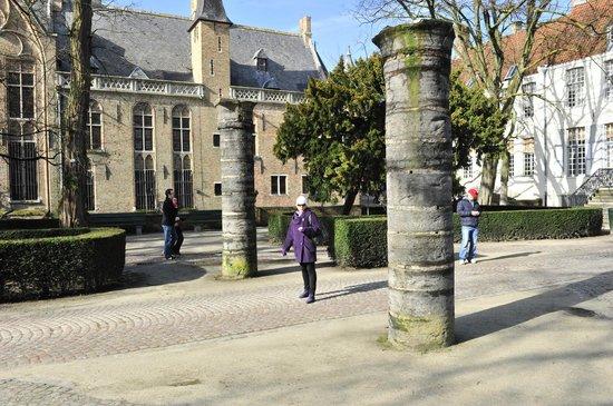 Historic Centre of Brugge : столбы, исполняющие желания