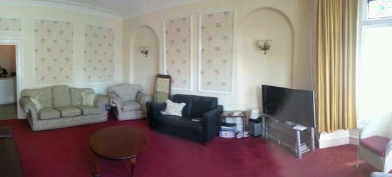 Torrs Hotel Ilfracombe: Panorama of lounge room