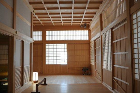 Nagoya Castle : 廊下と格天井