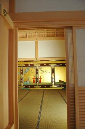 Nagoya Castle : 金具もピカピカ