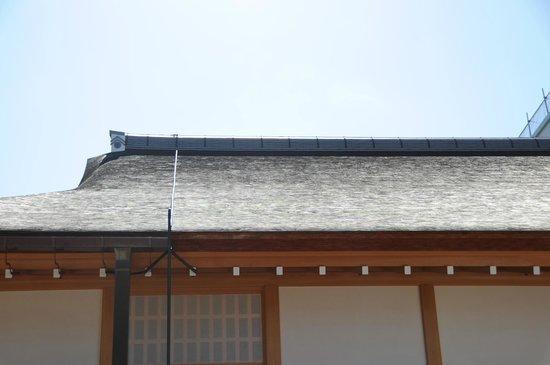 Nagoya Castle : 屋根はすべてこけら葺きです。