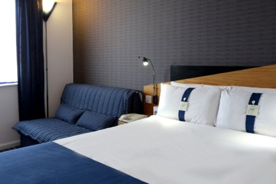 Holiday Inn Express London Wandsworth: Guestroom with Free WiFi