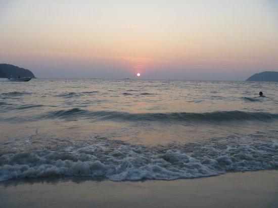 Tropical Resort : Sunset at Pantai Tengah
