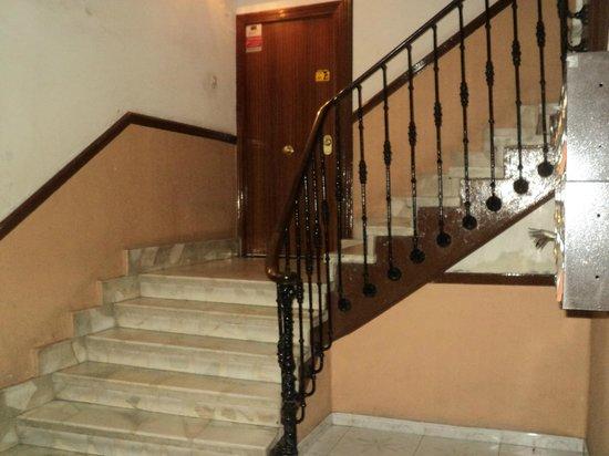 Hostal San Antonio: 2 piso puerta de entrada...
