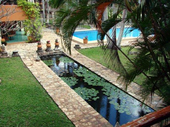 Hotel Hacienda Uxmal Plantation & Museum: Koi pon and swimming pool at Hotel Hacienda Uxmal