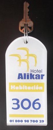 Hotel Alikar: Clé chambre 306.