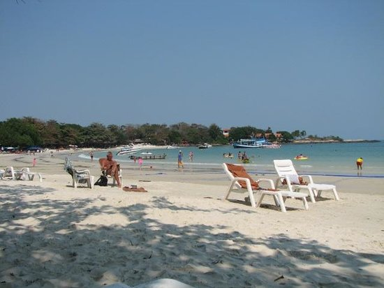 Vongdeuan Resort: Beach