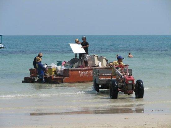 Vongdeuan Resort: bringing in supplies