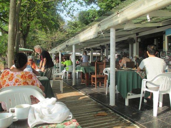 Vongdeuan Resort: the restaurant