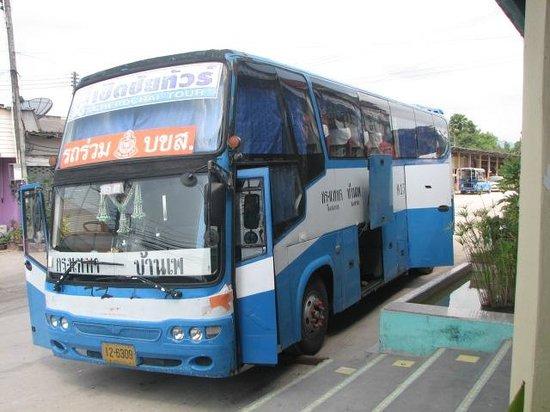 Vongdeuan Resort : the bus from Bangkok