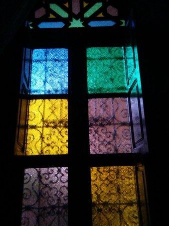 Riad - Hotel Marraplace: ventana habitación