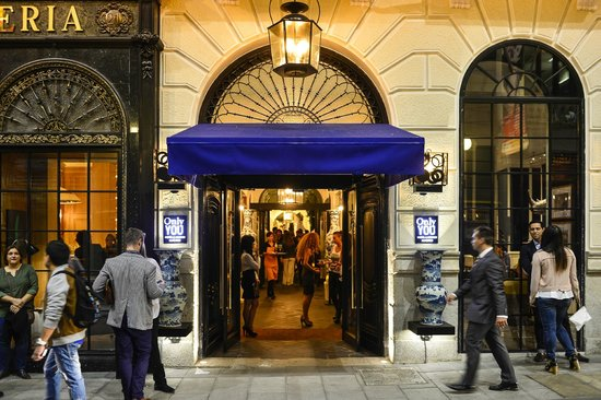 Only YOU Boutique Hotel Madrid : Entrada Hotel