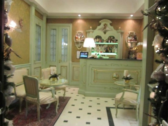 Hotel Colombina: Entrance to the breakfast area