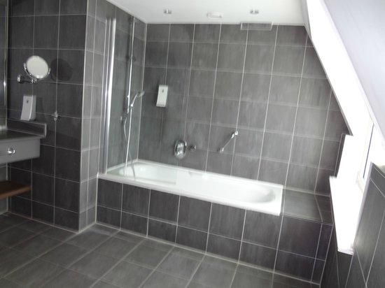 Hampshire Hotel - Rembrandt Square Amsterdam: Nice bathroom - with a heated floor!