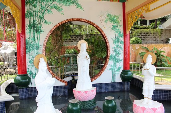 Taoist Temple: sculptures
