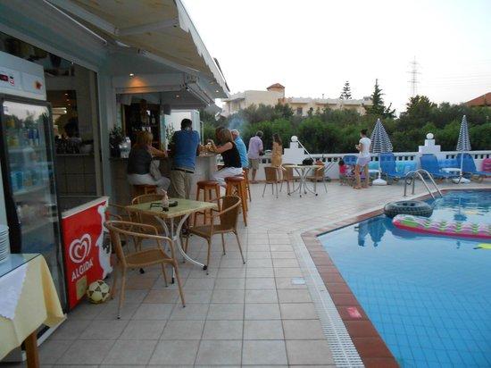 Athena Apartments : Bar Area