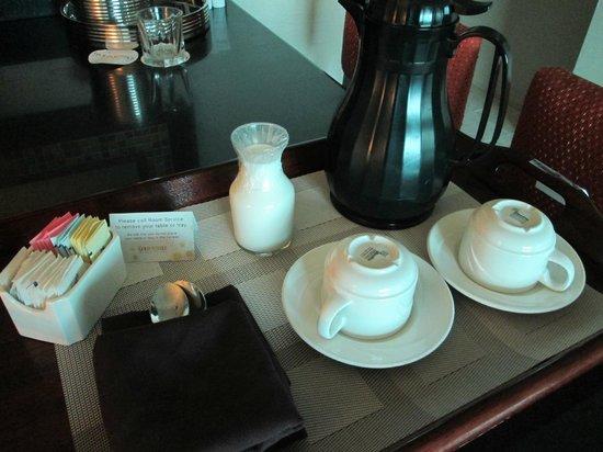 Gold Strike Casino Resort: room service