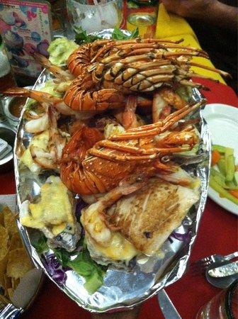 La Costa Marinera: Platter for 2! Fish, lobster, oysters, and shrimp! Super good