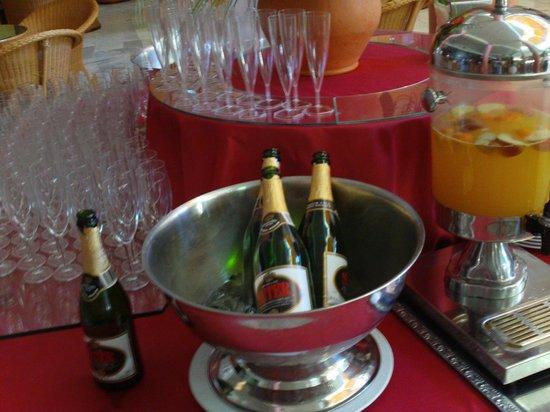 Sunlight Bahia Principe Costa Adeje: Sparkling Wine