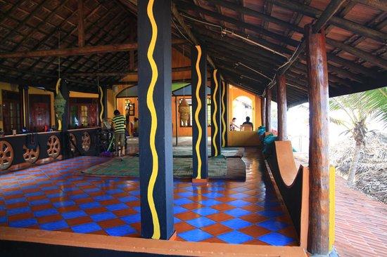 Mambo's Surfers Paradise: みんなのたまり場、2階のテラス