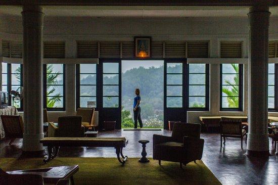 Castle Hill: lobby