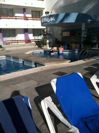 Oceano Palace Beach Hotel: Swim up bar