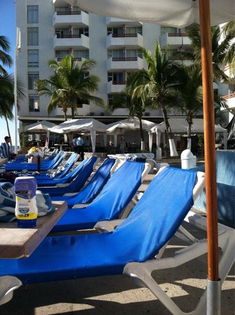 Oceano Palace Beach Hotel: Poolside